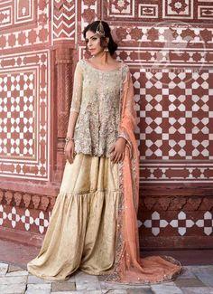 Pakistani couture Fouzia Aman in Ayesha and Usman Qamar Bridal collection Pakistani Formal Dresses, Pakistani Outfits, Pakistani Clothing, Nikkah Dress, Shadi Dresses, Pakistani Couture, Pakistani Bridal Wear, Pakistani Gharara, Bridal Lehenga