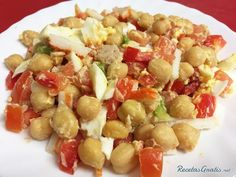 Ensalada de garbanzos con tomate y huevo #RecetasGratis #Ensaladas #RecetasdeCocina #RecetasFáciles #ComidaSana #Garbanzos #Legumbres