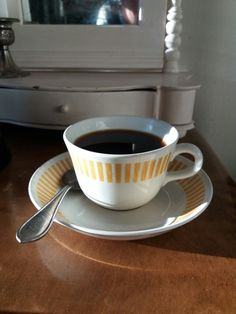 Arabia's coffee cup from The decoration is Raija Uosikkinen's Kaide from Sunny Sunday, Sunday Morning, Coffee Cups, Retro, Decoration, Tableware, Vintage, Decor, Coffee Mugs