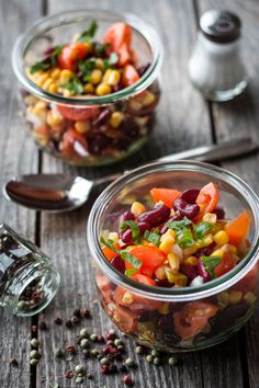 5 protein-rich salads – quick and easy to prepare - Fitness Doctors! Protein Salad, Salad Recipes, Healthy Recipes, Chana Masala, Fruit Salad, Meal Prep, Food Photography, Salads, Low Carb