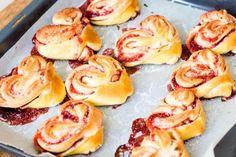 Hefegebäck-in-Herzform-mit-Erdbeer-Marmeladen-Füllung-Rezept-16
