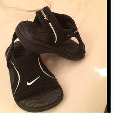 Baby Nike sandals Sz 2 Sooooo cute baby sandals like new size 2 Nike Shoes Baby & Walker