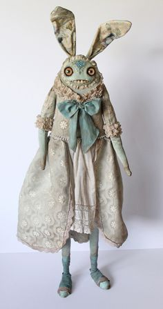 """Weird little creatures these are but I can't stop looking at them.check out her website! Duchesse by Amanda Louise Spayd for """"Forgotten Finery"""", solo exhibition at Rivet G allery 2012 Soft Sculpture, Sculptures, Monster Dolls, Paperclay, Creepy Dolls, Little Doll, Weird And Wonderful, Toy Art, Stop Motion"""
