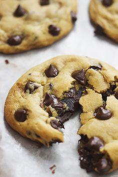 Hot Fudge Stuffed Chocolate Chip Cookies | Creme de la Crumb