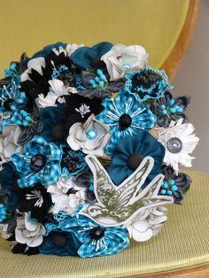 Bouquet rock'n roll bleu noir Rock'n Roll bride, wedding, rockabilly, swallow, hirondelle. Création unique et personnalisée, sur commande http://www;inbloomforyou.com