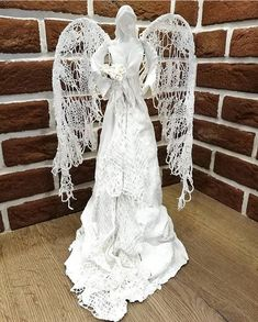 made with Josefine's Relief Decoration, a highly textured wood grain that when dipped in paverpol becomes pliabletiger wire armature for paper best how to: paper/paper mache .Sculpture by Merilyn/Push Molds Paper Mache Mix, Paper Mache Sculpture, Diy And Crafts, Paper Crafts, Art Crafts, Plaster Art, Angel Crafts, Cement Crafts, Paper Clay