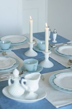 Table decoration, blue & white, vintage table ware.photo by:http://beads-studio-luna.com/