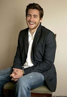 Jake Gyllenhaal. Dimples. That hair. That smile. Those eyes. The body. Everything. Mr. Perfect, come to mama. ;)