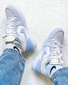 Cute Sneakers, Shoes Sneakers, Jordans Sneakers, High Top Sneakers, Sneakers Fashion, Fashion Shoes, Jordan Shoes Girls, Nike Air Shoes, Aesthetic Shoes