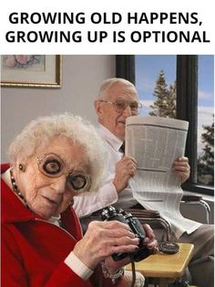 El humor, funny old people, old folks, happy old people, elderly couples Funny Old People, Old Folks, Old People Love, Couple Memes, Growing Old Together, Old Couples, Elderly Couples, Funny Memes, Hilarious