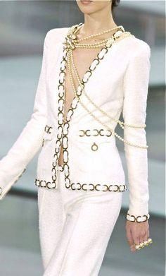Tailleur pantaloni di Chanel