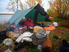 Probando el tarp, o toldo. Fotografía de José Mijares.