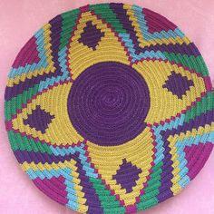 #tb #wayuu #rengarenk #wayuuaşkına #örgüaşkı #örmeyiseviyorum #wayuutrendy #wayuumochilabags #wayuubags #wayuumochila #wayuutaban Tapestry Crochet Patterns, Crochet Mandala Pattern, Knitting Designs, Knitting Patterns, Tribal Symbols, Crochet Tote, Knitted Bags, Crochet Accessories, Cross Stitch Embroidery