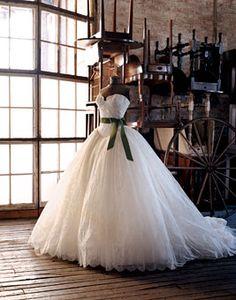 Noivas em guerra: vestido da Emma