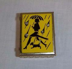 Vtg Mid Century Novelty Rain Bonnet Compact Gold Tone Rhinestones Girl Umbrella