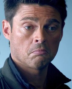 """Kennex aka Karl Urban: What is he thinking? """"Women are falling at my feet?  Um, okay...  that's not so bad."""""""