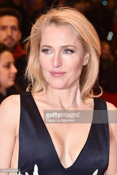 actress-gillian-anderson-attends-the-viceroys-house-premiere-during-picture-id634916438 (395×594)