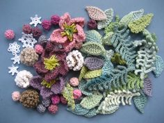 I'm not tempted by the wreath overall, but I adore all these little flowers and leaves.