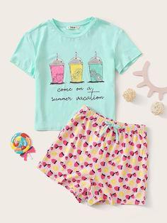 HOT SALE | Conjunto de pijama de niñas top con estampadode slogan con botella con shorts con estampado de cereza | Moda de Mujer | SHEIN México Cute Pajama Sets, Cute Pjs, Cute Pajamas, Pj Sets, Pajamas Women, Girls Pjs, Cute Sleepwear, Cute Lazy Outfits, Girls Fashion Clothes