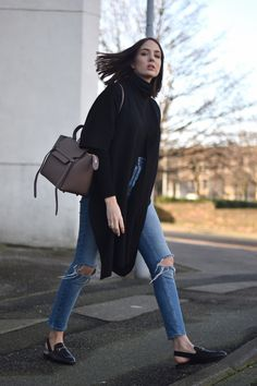 Gucci loafers ripped jeans = a perfect combo! - Gucci Jeans - Ideas of Gucci Jeans - Gucci loafers ripped jeans = a perfect combo! Uk Fashion, Winter Fashion, Fashion Outfits, Simple Outfits, Classy Outfits, Everyday Look, Everyday Fashion, Fall Winter Outfits, Street Chic