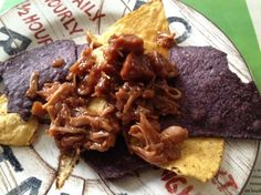 Easy Vegan BBQ Jackfruit in a Crockpot. Never tried jackfruit before, but it makes me curious. Canned Jackfruit, Jackfruit Pulled Pork, Jackfruit Recipes, Bbq Pork, Vegan Slow Cooker, Slow Cooker Bbq, Slow Cooker Recipes, Cooking Recipes, Crockpot Recipes