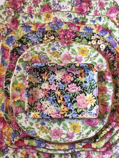 An English Inspired Design Have you ever really thought about how many people see the outside of your home? Antique Dishes, Vintage Dishes, Antique China, Vintage China, Vintage Floral, Vintage Kitchenware, China Art, Fine China, China Painting
