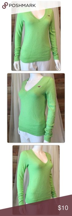 """Hollister Green V Neck Sweater Pit to pit measures 20"""" Length 27"""" Gently Used with no flaws Hollister Sweaters V-Necks"""