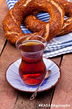 Simit and Turkish Tea. Fast Dinners, Easy Meals, Coffee Art, Coffee Shop, Catering Food Displays, Turkish Tea, Food Fantasy, Arabic Food, Tea Time