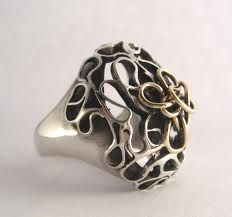 Ring design with random curves by Anna Vosburg.