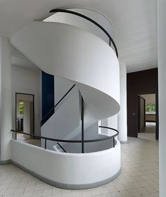 Le Corbusier - high ceiling, open-floor plan, modern, minimalist. My idea of the perfect space!! Location: hillside overlook SF = dream home!!