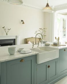 This is a set up you'll see time and time again in our kitchens - a big Belfast sink sat between an integrated dishwasher and a big double… Devol Kitchens, Black Kitchens, Interior Design Kitchen, Kitchen Decor, Interior Livingroom, Interior Walls, Layout Design, Cream Kitchen Cabinets, Shaker Kitchen