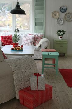 Red, white, and mint living room