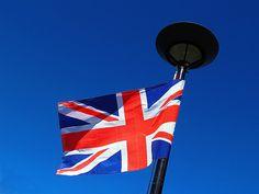 https://flic.kr/p/7iHcxL | Union Jack | La bandera del Reino Unido (denominada Union Flag -=Bandera de Unión- o Union Jack -=Torrotito de Unión-.) es una combinación de las cruces de los santos patronos de Inglaterra, de Escocia y de Irlanda del Norte, tres de las cuatro regiones que, con Gales, forman el Reino Unido de Gran Bretaña e Irlanda del Norte. La cruz roja sobre fondo blanco del centro es la de San Jorge, de Inglaterra.
