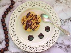 Składniki na 4 porcje:  Ser twarogowy chudy, Banan, Jajo, Mąka ziemniaczana, Suszone daktyle, Cukier z prawdziwą wanilią