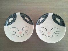Plato para gatos Características: Plato de porcelana Talla: S 13,5 cm de circunferencia 4 unidades disponibles Valor: $5250
