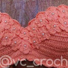 Biquíni de Crochê: Confira os Modelos Fáceis com Gráfico e Passo a Passo! - meularminhapaz.com.br - Her Crochet Crochet Bikini Bottoms, Crochet Romper, Crochet Tote, Love Crochet, Crochet Cardigan, Crochet Crafts, Crochet Clothes, Crochet Stitches, Crochet Patterns