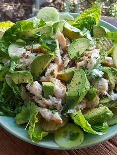 Smoked Fish & avocado salad with a wee bit of cucumber pickle. Nice. Cucumber Avocado Salad, Avocado Salat, Ripe Avocado, Fish Recipes, Salad Recipes, How To Cut Avocado, Coriander Cilantro, Smoked Fish, Fish Salad