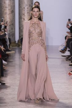 See all the Collection photos from Elie Saab Spring/Summer 2017 Couture now on British Vogue Elie Saab Couture, Couture Mode, Couture Fashion, Runway Fashion, Fashion Show, Fashion Design, Spring Fashion, Fashion Ideas, Couture Week