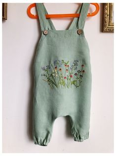 Embroidery On Clothes, Baby Embroidery, Handmade Baby Clothes, Baby Kids Clothes, Baby Leggings, Cute Baby Girl Outfits, Kids Outfits, Handgemachtes Baby, Clothing Packaging