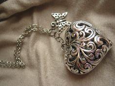 collana in argento con cuore e farfalla