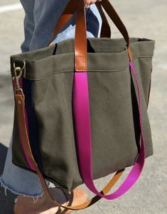Bags & Handbag Trends : PARKER THATCH lil' Easy bag in olive with Hot Pink- simply perfect - Flashmode Worldwide My Bags, Purses And Bags, Jean Purses, Diy Sac Pochette, Simple Bags, Easy Bag, Sacs Tote Bags, Denim Bag, Fabric Bags