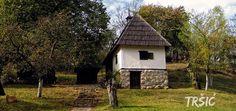 Чувар језичког блага - http://www.vaseljenska.com/wp-content/uploads/2016/04/vukova-kuca.jpg  - http://www.vaseljenska.com/kultura/cuvar-jezickog-blaga/