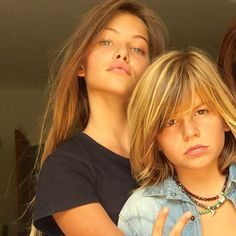 Exclusif : Thylane Blondeau, young model, and bro Ayrton. Boy Haircuts Long, Boys Long Hairstyles, Thylane Blondeau, Pretty People, Beautiful People, Handsome Kids, Cute 13 Year Old Boys, Cute Blonde Boys, Beauty Of Boys