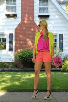 so darn cute!!!!!!!!  Colorful outfit for the summer. Stunning!!