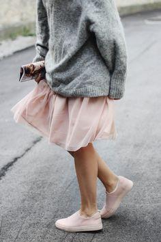 tifmys – H&M knitted jumper, Zara tulle skirt, Cos slip-ons & Elle magazine.