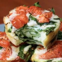 Yummm ! These tomato & spinach egg white cups are such a great make-ahead breakfast for your busy morning ! By @goodful Egg White Breakfast Cups Servings: 6 INGREDIENTS 2 cups spinach - 14 calories 1 roma tomato - 11 calories 2 cups egg whites - 250 calories Salt to taste - 0 calories ½ tsp pepper - 0 calories PREPARATION 1. Preheat the oven to 350˚F/180˚C. 2. Lightly grease a muffin tin, then divide equally the spinach, tomatoes, and egg whites across 6 cups. Season with salt and peppe...