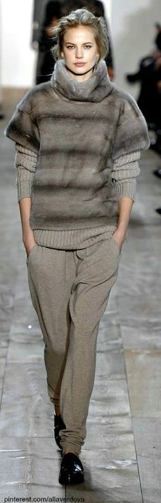 FALL 2014 READY-TO-WEAR Michael Kors ,Michael kors outlet,Press picture link get it immediately! New York Fashion, Runway Fashion, Trendy Fashion, Fashion Models, Womens Fashion, Girl Fashion, Casual Outfits, Fashion Outfits, Fashion Tips