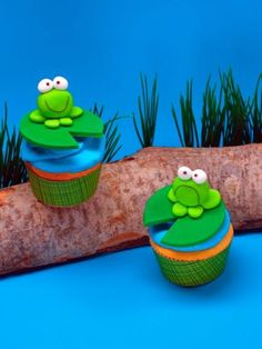 frog cupcakes, with fondant Frog Cupcakes, Frog Cookies, Animal Cupcakes, Love Cupcakes, Yummy Cupcakes, Cupcake Cookies, Birthday Cupcakes, 21st Birthday, Fondant Toppers