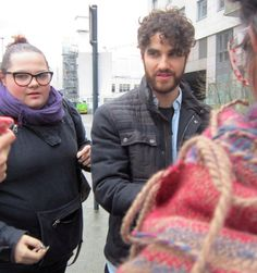 A friend of mine just send me this pic from WE DAY uk and I'm laughing my ass off so hard. Darren and I judging everyone so frigging hard