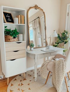 Simple + Organized Work Space, Well helllllo there and happy Monday to you! So how are we all doing with our New Year's resolutions? Or did you pass on all…. Room Ideas Bedroom, Office In Bedroom Ideas, Ideas For Bedrooms, Small Girls Bedrooms, Desk Office, Bedroom Small, Aesthetic Room Decor, My New Room, Room Inspiration